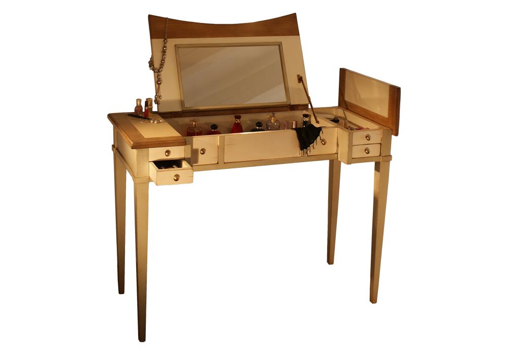 latitude d co des meubles et objets qui racontent une. Black Bedroom Furniture Sets. Home Design Ideas