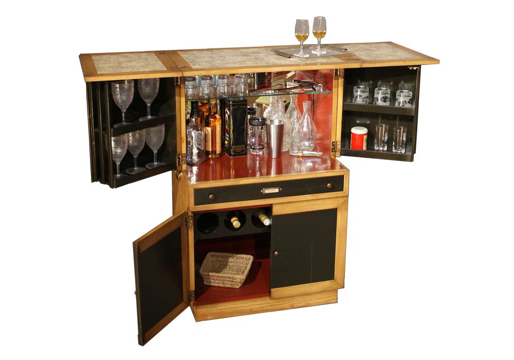 Latitude d co des meubles et objets qui racontent une for Meuble bar americain